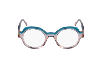Caroline Abram et ses lunettes transparentes bleu et rose