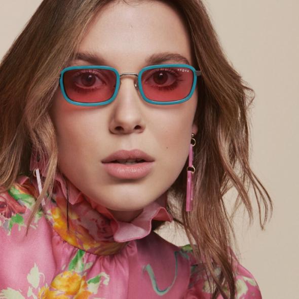 Millie Bobby Brown lance une collection de lunettes avec Vogue Eyewear