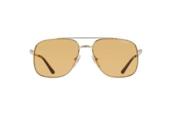 Les lunettes dorés de Millie Bobby Brown x Vogue Eyewear